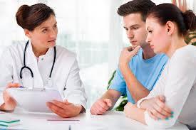 La vasectomía no disminuye el comportamiento sexual. Tampoco elimina la eyaculación.