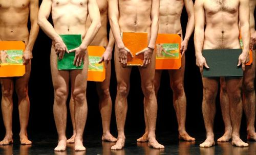 Una escena del musical 'Cantando desnudos (de Robert Schrock), dirigido por Máximo Hita PACO CAMPOS Efe
