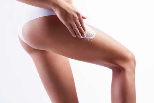 Las cremas humectantes y emolientes funcionan mejor cuando se aplican en la piel mojada o húmeda-