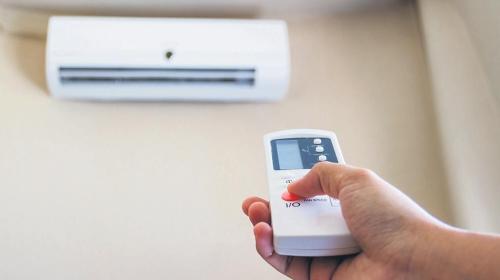El aire que pasa por todos esos filtros del aire acondicionado tiene gérmenes, y materia orgánica e inorgánica.