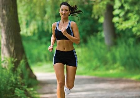 Según la AHA, la nueva declaración refleja la creciente evidencia de que, por sí mismo, el ejercicio no es suficiente para contrarrestar los efectos malsanos de estar sentado