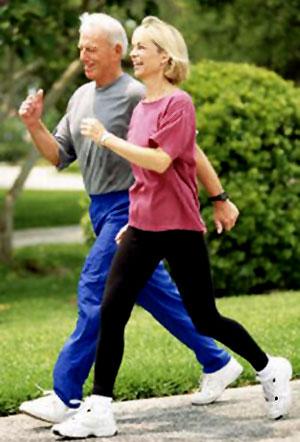 Una buena caminata después de ingerir una comida alta en carbohidratos es muy recomendable para reducir el azúcar en sangre