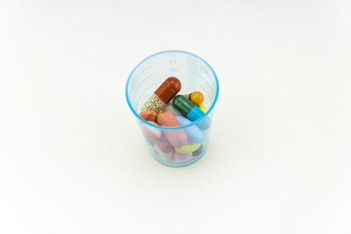 Los antibióticos no funcionan contra los virus. El mal uso de estos medicamentos contribuye a la resistencia a los antibióticos.